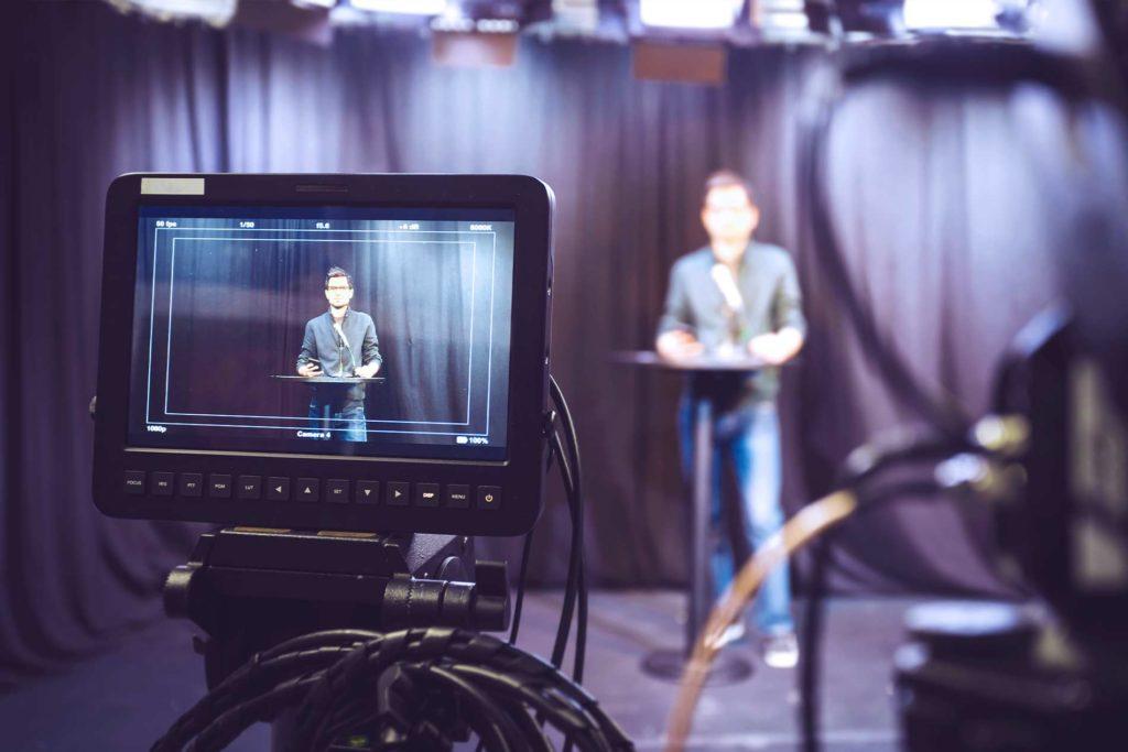 Producción de Noticias para radio y televisión
